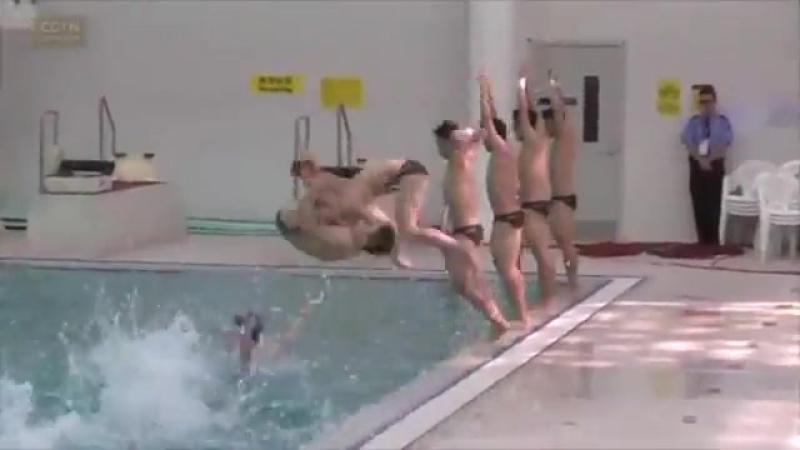 Китайские спорсмены по прыжкам в воду исполнили невероятные трюки на воде