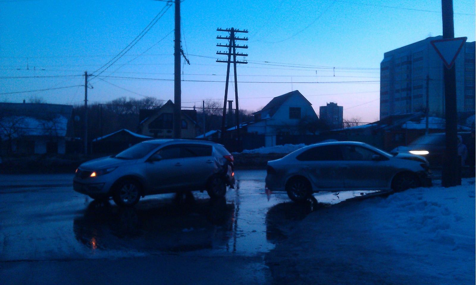 ВКурске шофёр «Mitsubishi» протаранил троллейбус: пострадали два человека
