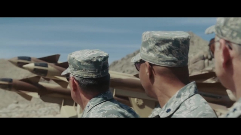 Тони Старк демонстрирует действие ракеты Иерихон