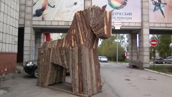 Вот такой Троянский конь стоит на территории ПГНИУ!😊 Творческого всем