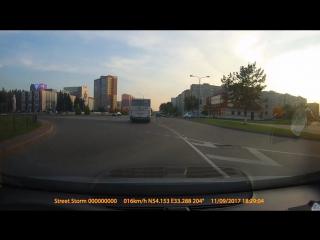 Мотоциклист снес собой дорожный знак.