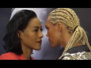 Шведская девушка-боксер поцеловала соперницу на дуэли взглядов накануне боя
