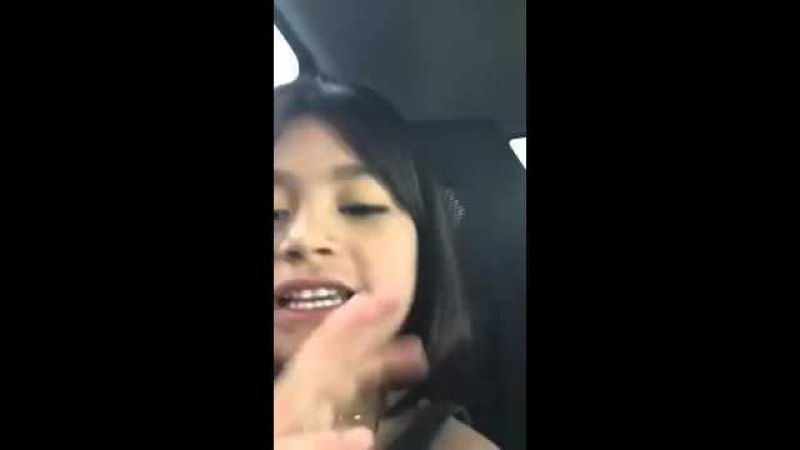 Little Girl singing The song 'MY NECK', locks the car door on MOM!.. LMAO -Vine