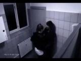 Секс школьников 10 класса в школьном туалете.