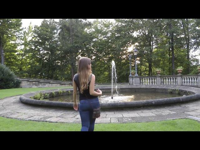 Smoking Girl at a Fountain » Freewka.com - Смотреть онлайн в хорощем качестве