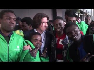 Российские болельщики организовали акцию гостеприимства для фанатов команды Кот'д-Ивуара