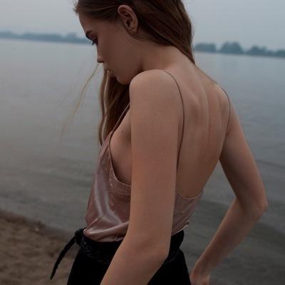 Яна Каменева