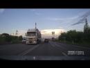 Девушка хулиганит на дороге Омск