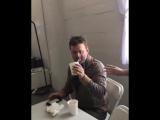 #corgi_video Том Холланд случайно стреляет паутиной в человека