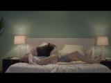 Спеши любить - спящую жену в трусах мучает