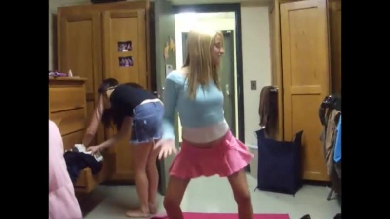Девочки жгут под Барби Гёрл (мой трек)