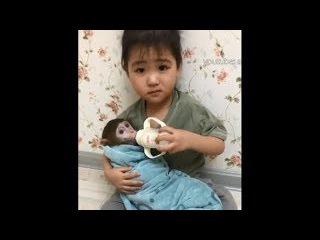 Ann is a perfect little Mom - Cutest monkey and baby video 2017