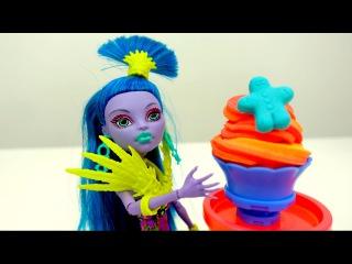 Игры для девочек #МонстерХай (Monster High): готовим мороженое из Play Doh. Видео про кукол