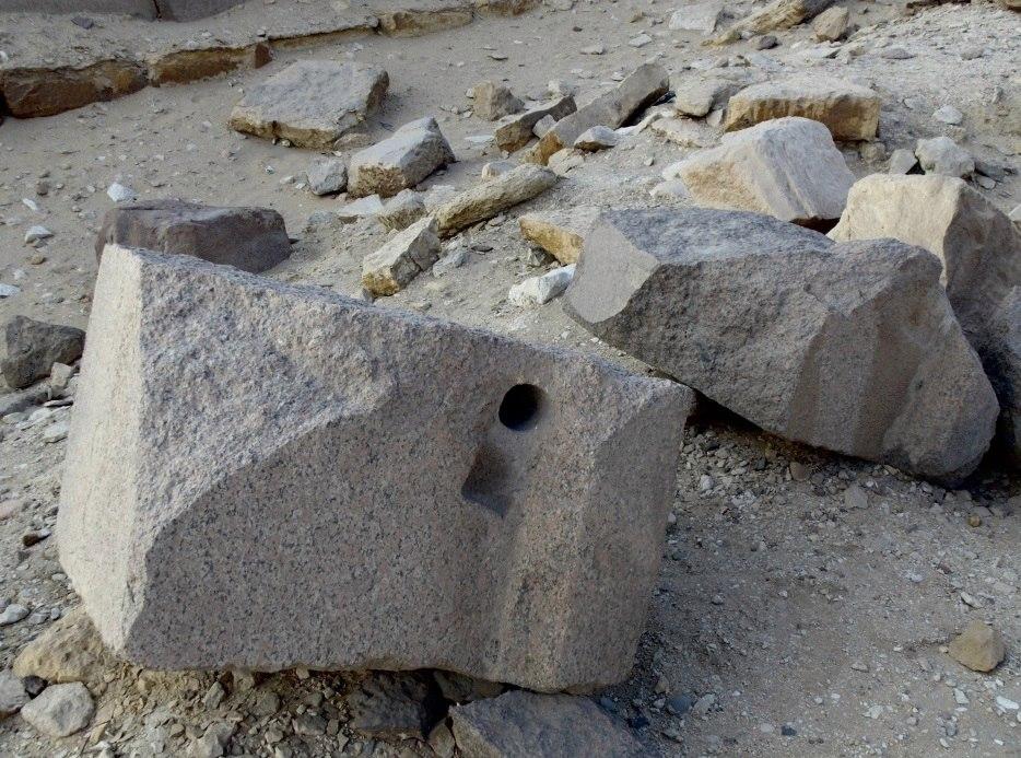 абусир египет отверстия в граните