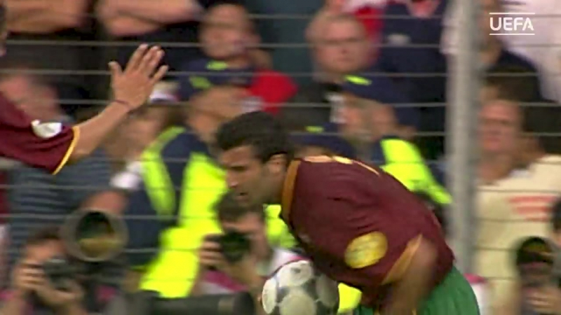 Luís Figo - Watch five of his greatest goals