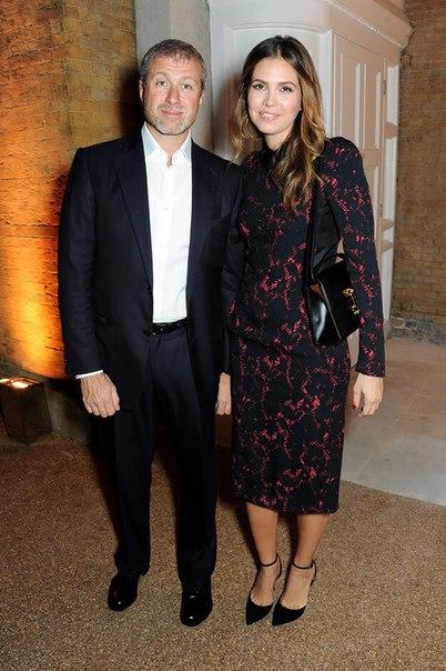 Стало известно, сколько миллиардов получила Жукова за развод с Абрамовичем.