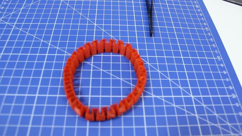 Гибкий браслет из красного PLA VolPrint
