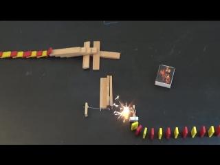 Огонь делает эффект домино гораздо более интересным для просмотра (VHS Video)