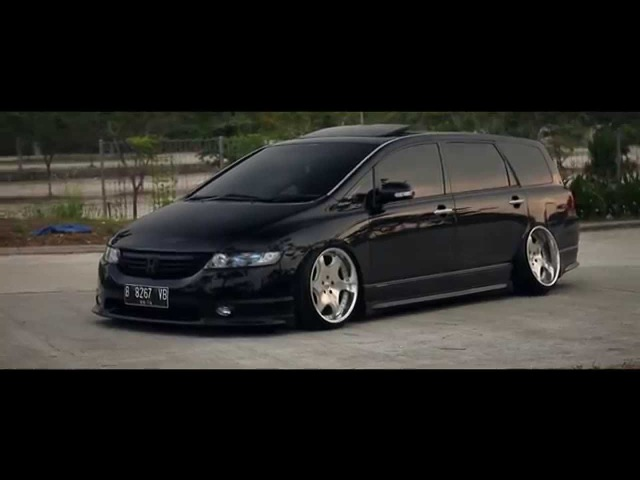 Standing in sequence: Indra's Bagged Honda Odyssey RB1