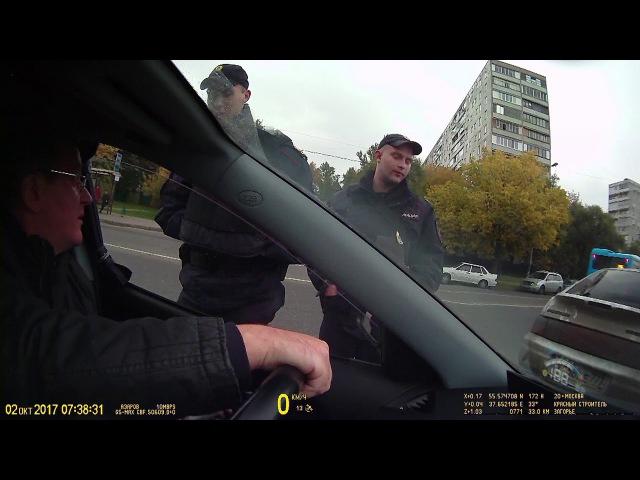 Тупой, дурачёк и быдло полицейский нужен режиму Путина. Не уволили Иващенко.