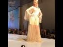 Милая Дарья Пынзарь дефилирует по подиуму в шикарном платье в пол