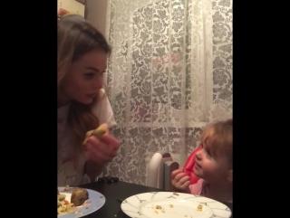 Анна Хилькевич она же Маша Белова из Универа а это её дочка