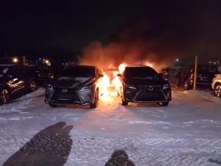 В Екатеринбурге сожгли несколько машин