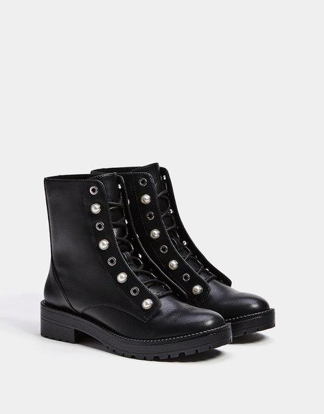 Ботинки со шнуровкой и бусинами