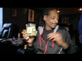 Snoop Dogg rollin up Zodiak  Kurupts MoonRocks while playing unrealeased song w⁄ Pharrell moon rock