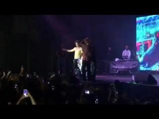 A$AP Rocky остановил драку во время своего выступления (#NR)