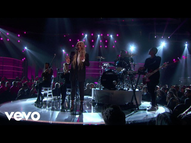 Julia Michaels - Issues (Live From The 2017 Billboard Music Awards)