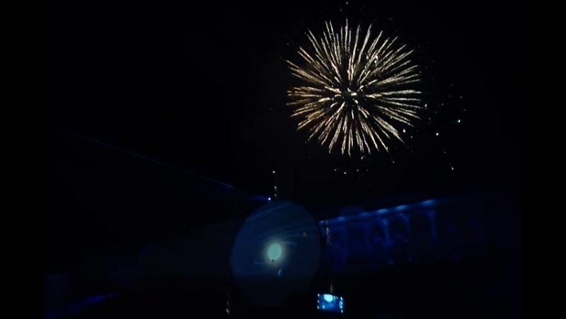 на шоу закрытие фонтанов в Петергофе! качество моей камеры не очень , на память пойдет зато куча эмоций )****