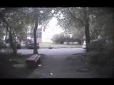 На видео попала стрельба во дворе Петербурга
