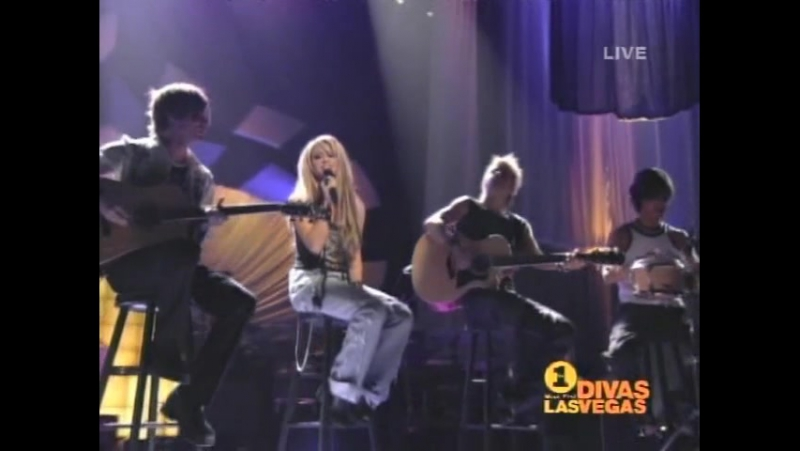 Shakira - Underneath Your Clothes - Live at Vh1 Divas Las Vegas