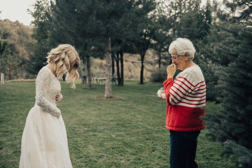 7jz7X9iHDUo - Она надела на свадьбу подвенечное платье своей бабушки