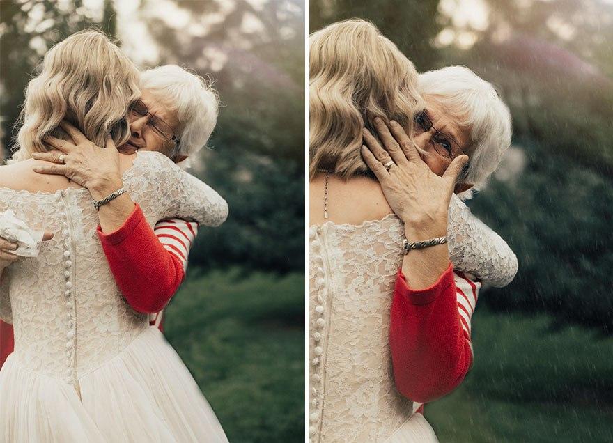 Она надела на свадьбу подвенечное платье своей бабушки