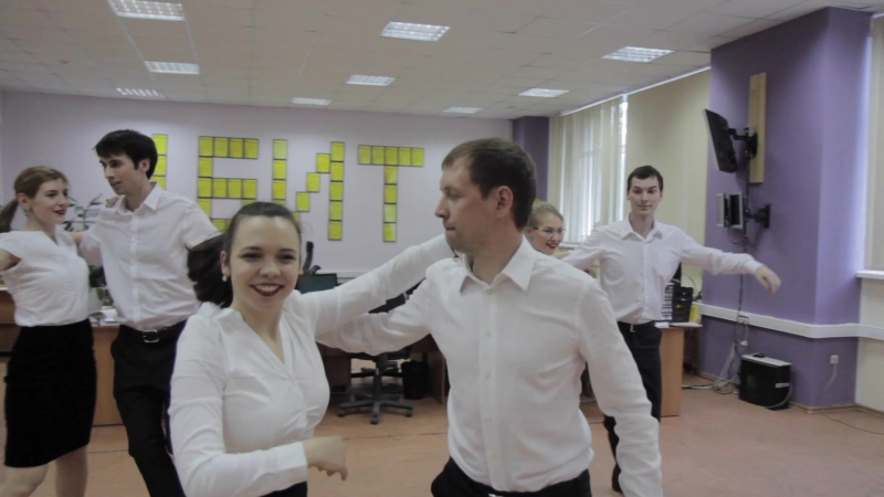 Танцы в офисе FIESTATOMSK 2017