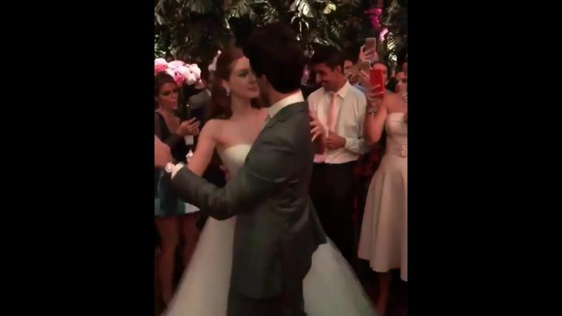 Casal lindo @marinaruybarbosa e @xnegrao aproveitando a festa de casamento! 😍💃🕺