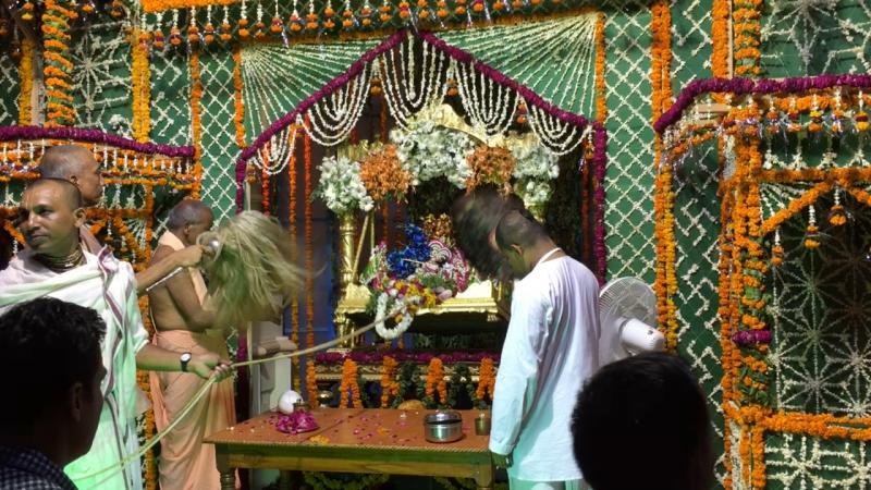 Джулан Ятра, Кришна-Баларама Мандир, 5 августа 2017