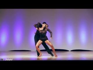Посмотрите только на это шикарнейший танец!