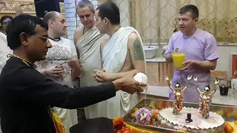 Gawr Purnima ... abhishek in moscow temple