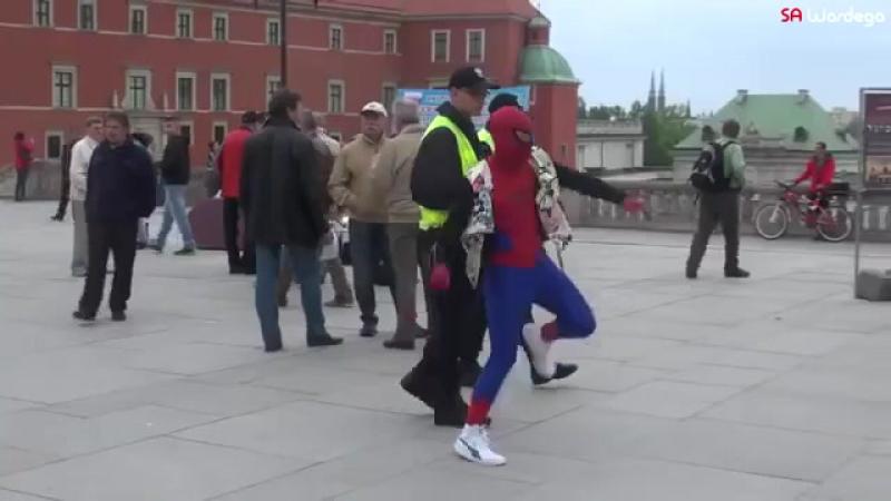 человек паук танцует