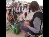 Крутая игра на странном инструменте