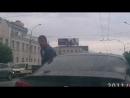 В центре Екатеринбурга водители не поделили полосу движения