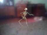 скилет танцует