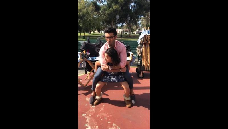 Джастин Бальдони и Джина Родригез на съемках 4-го сезона сериала <<Девственница Джейн >>