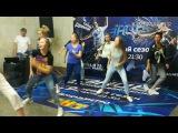 Танцы на ТНТ  Юля Николаева и Ко в переходе метро