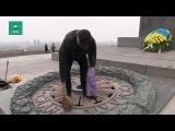 Залитый цементом Вечный огонь в Киеве снова зажжен ценой инсульта у рабочего