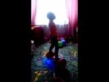 Марго танцует на гироскутере