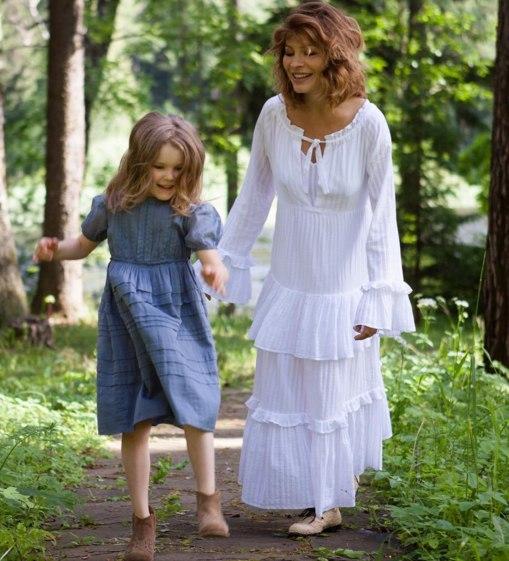 Беременная Елена Подкаминская показала редкий снимок с дочерью
